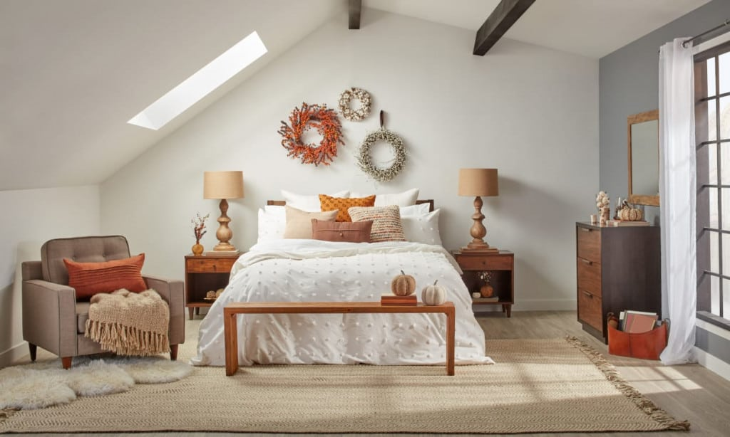 accessories to the bedroom in the classic style 2 1024x614 - Accessories to the Bedroom in the Classic Style